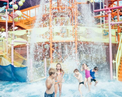 dreamworld-children-playing-in-water-in-pipeline-plunge