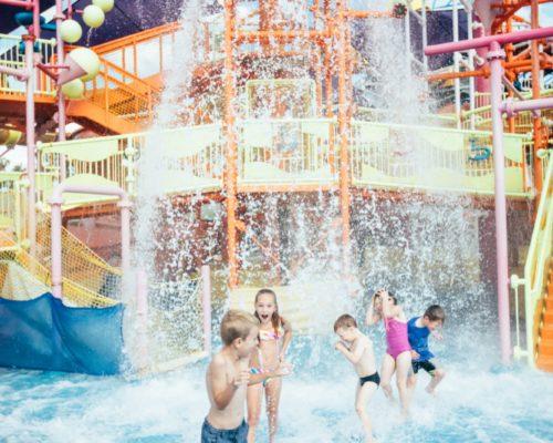 dreamworld-children-playing-in-water-in-pipeline-plunge